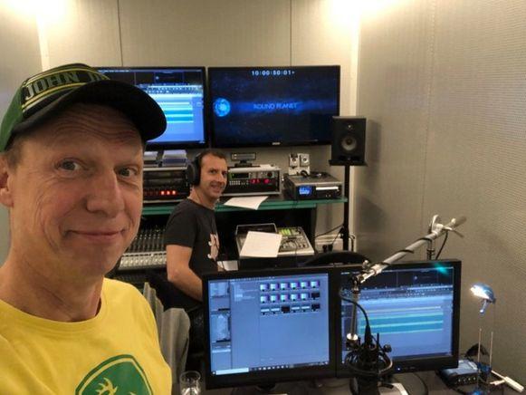 Joost Van Hyfte in de studio tijdens de opnames van Round Planet.