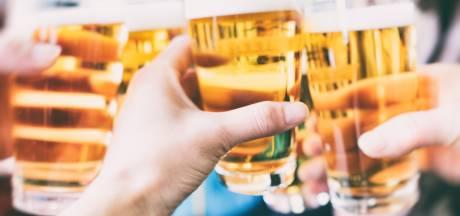 Dalfsen weert alcohol op recepties: 'niet geloofwaardig'
