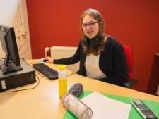 Marthe uit Goirle ziet slechts voor 15 procent en doet eindexamen: 'Ik kan er prima mee overweg'