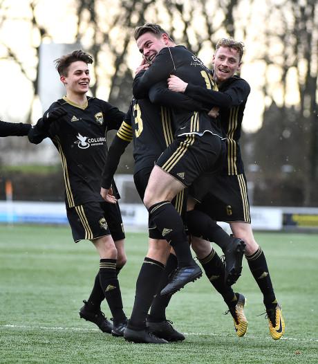 FC Winterswijk maakt gehakt van  Suryoye maar ligt uit de beker