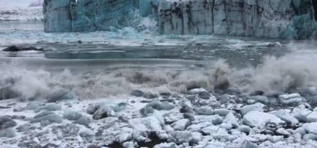 Deel gletsjer stort in: toeristen moeten rennen voor vloedgolf in IJsland