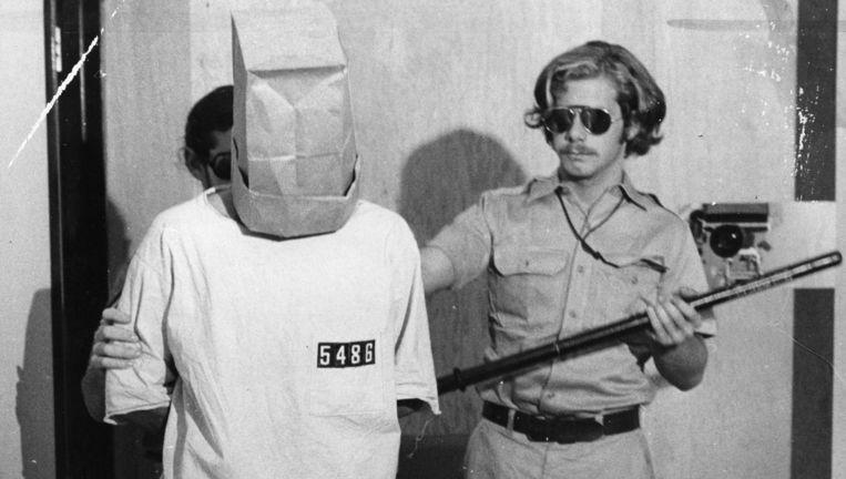 Een van de 'gevangene' en een 'bewaker' tijdens het Stanford Prison Experiment in 1971. Beeld © Duke Downey/San Francisco Chronicle/San Francisco Chronicle/Corbis