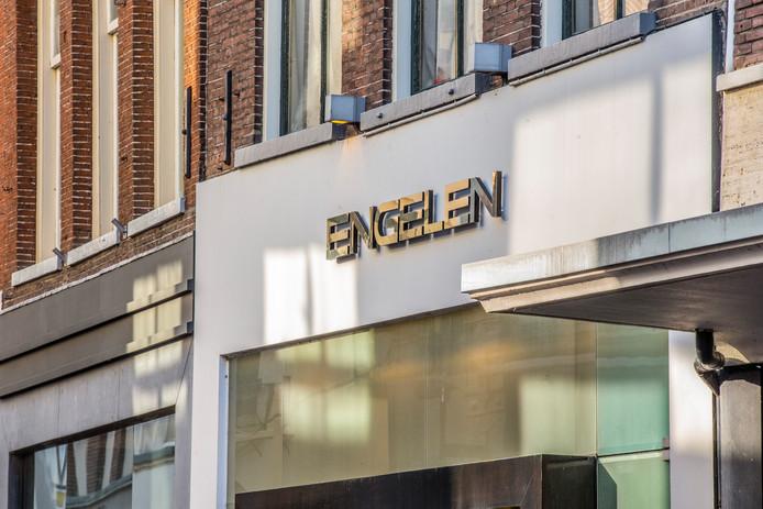 De gevel van schoenenwinkel Engelen in Zutphen.