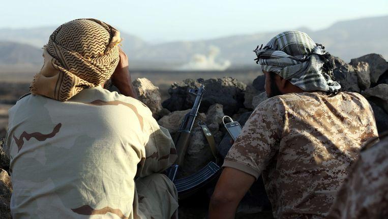 Troepen van de door Saoedi-Arabië geleidde coalitie tijdens een offensief tegen Houthi's in Marib in Jemen. Beeld EPA