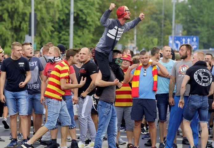 """Extreem-rechtse demonstranten scandeerden """"Bialystok vrij van perverten"""" naar de deelnemers van de Pride."""