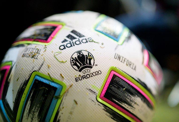 Een voetbal met het 'Euro 2020' logo er nog op. Beeld BSR Agency