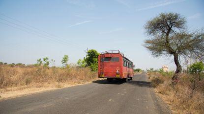 Bus in India raakt hoogspanningslijn: 10 doden