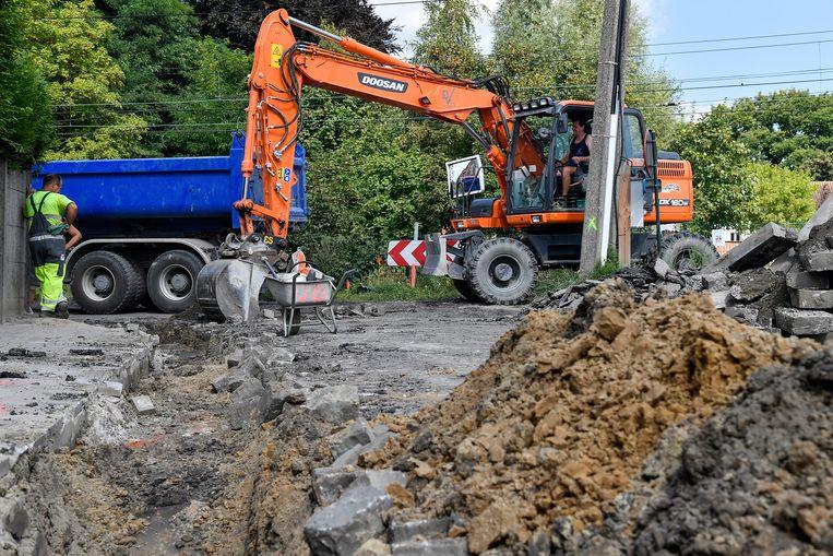 De graafwerken voor de aanleg van een gescheiden riolering zijn gestart.