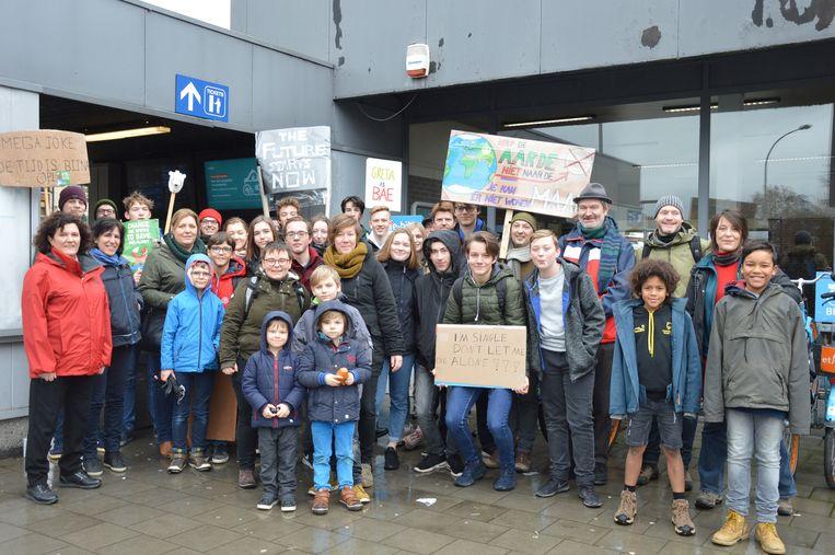 Een Ninoofse klimaatactievoerders vertrok zondagmiddag naar de klimaatmars in Brussel vanuit het station van Ninove.