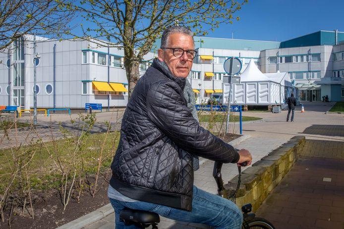 Ad van Liere uit Goes werkte tot vorig jaar op de ic van Adrz in Goes. Inmiddels met pensioen. Maar nu dus toch weer aan het werk vanwege de coronacrisis.