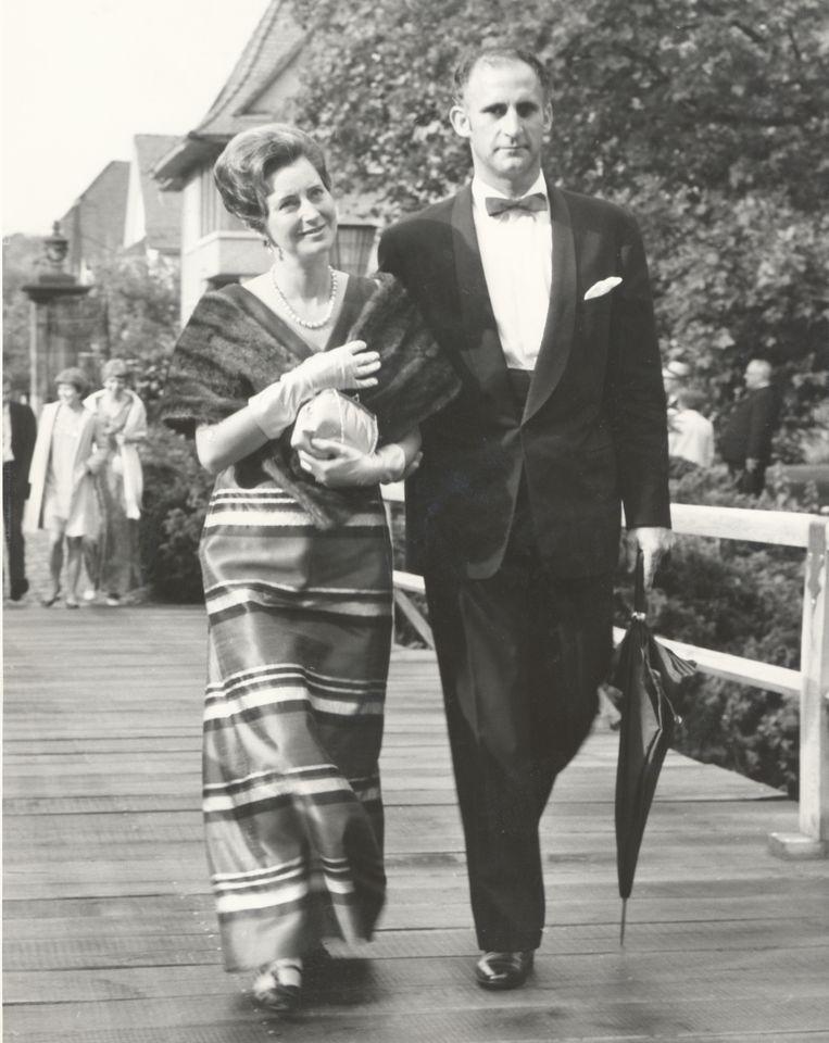 Evert Douwes met zijn vrouw. Beeld Dana Ploeger