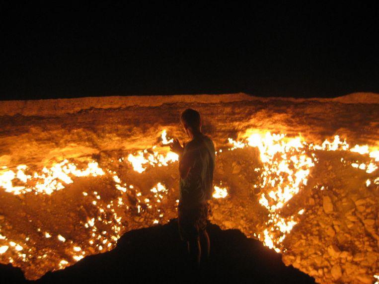 De Krater van Derweze of Poort naar de hel is een aardgasveld in Turkmenistan. De krater is bekend om zijn aardgasvuren die sinds 1971 continu branden.