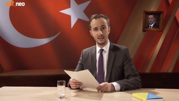 Beeld uit de video waarin Böhmermann zijn lasterdicht voordraagt. De video is offline gehaald. Beeld null
