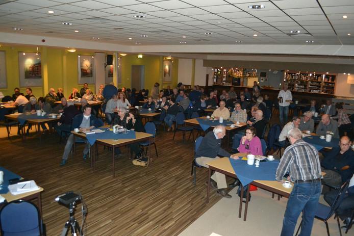 Tijdens de dorpsraad in Herpen werden de plannen rond de renovatie van de Rogstraat gepresenteerd.