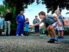 Woningbouwvereniging Heerjansdam viert 100-jarig bestaan met een jeu-de-boulesbaan
