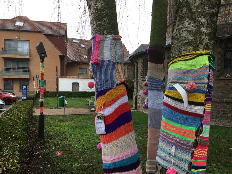 De bomen kregen kleurrijke jasjes aan.