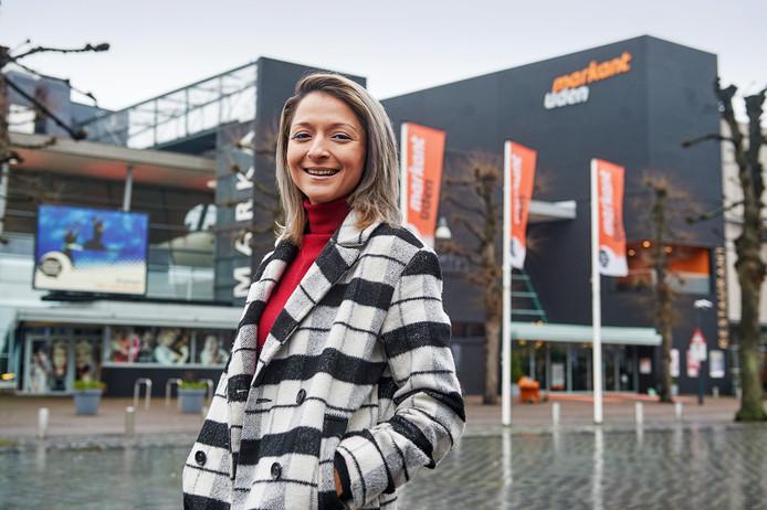 Asli Bolat voor theater Markant in Uden waar zondag 20 januari de eerste TEDx Youth@Uden wordt gehouden.