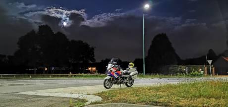 Beschonken bestuurder raast met onverzekerde wagen over de weg met ongeldig rijbewijs