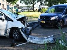 Twee auto's botsen op elkaar in Mariënberg: inzittenden gewond
