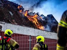 Woning aan Ooststraat in Oud-Beijerland onbewoonbaar na hevige brand