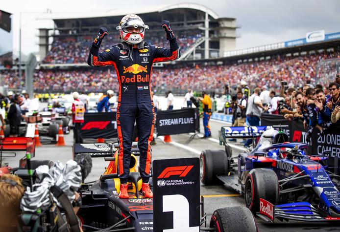Max Verstappen van Red Bull Racing wint in 2019 de F1 Grand Prix van Duitsland.