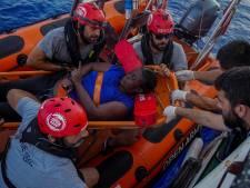 Lof voor topbasketballer die vluchtelinge redt: 'Hij is een held'