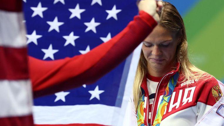 Zwemster Joelia Jefimova won een zilveren medaille, achter de Amerikaanse Lily King. De Amerikaanse media hebben geen goed woord over voor de Russische dopingzondaar, terwijl ze in Rusland op het schild wordt gehesen. Beeld reuters