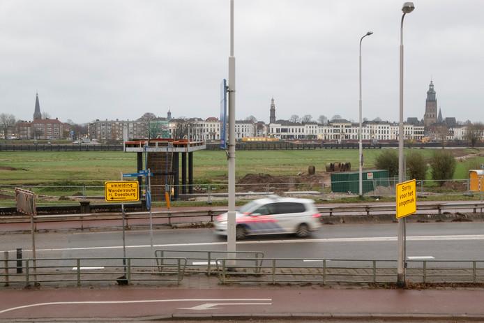Het stadsbalkon met uitzicht op de stad en over een deel van de Tichelbeeksewaard.
