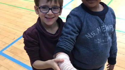 Kinderen leren eerste hulp verlenen bij snij- en brandwonden