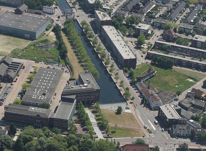 Archieffoto van de kop van het Eindhovensch Kanaal in Eindhoven. De vraag is of hier wel of niet een woontoren gebouwd zou mogen worden.