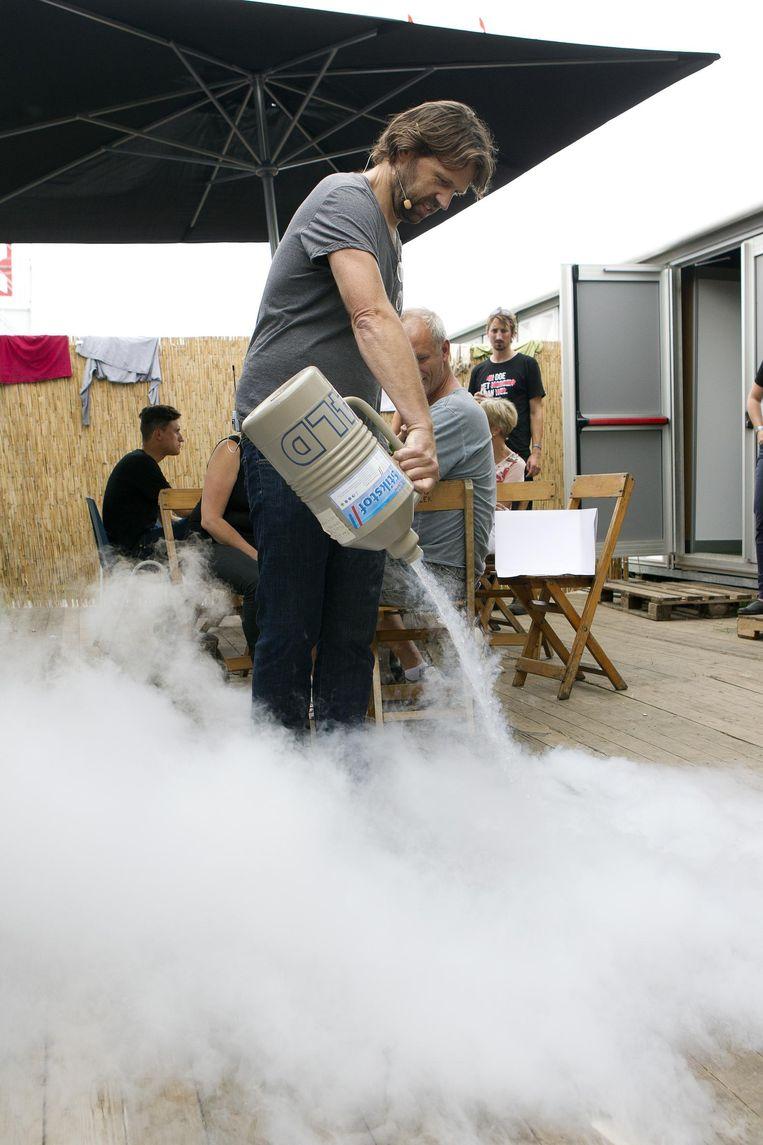 Kouwenhoven geeft een demonstratie op Lowlands in 2013. Beeld Paul Bergen