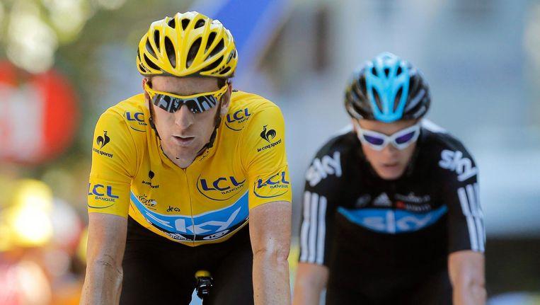 18 juli 2012. De Britse wielrenners Bradley Wiggins en Christopher Froome van team Sky komen over de finish van de 16de etappe van de Tour de France. Beeld epa