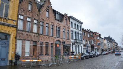 """Bewoners Stationswijk stilaan wanhopig door duivenplaag: """"Pinnen? Daar maken ze hun nestjes in!"""""""