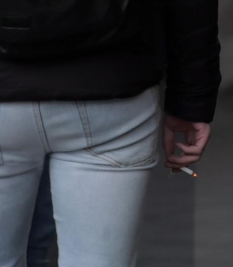 Honderden euro's voor 'onproductieve rokende werknemers' als ze stoppen