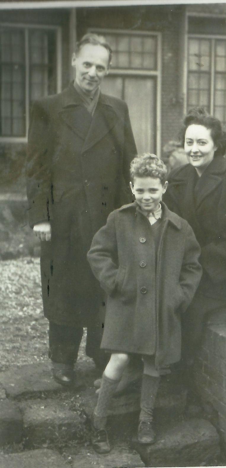 Het gezin Simons, herfst 1945. Beeld Privéarchief Familie Simons.