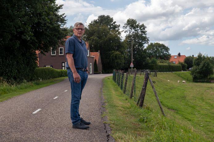 Luc Haverink voor zijn woning aan de Hasselterdijk in Zwolle.