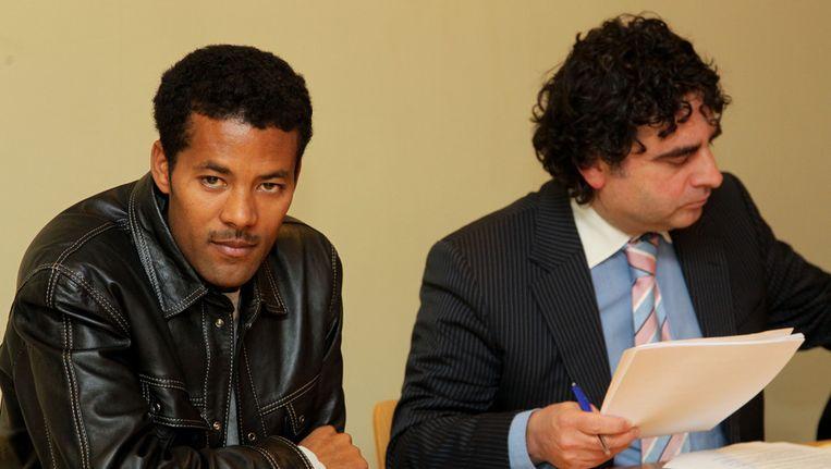 Atelaw Bekele en zijn advocaat Chris Vandebroeck.