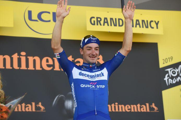Elia Viviani heeft nu in alle grote rondes (Giro, Tour en Vuelta) een etappe gewonnen.