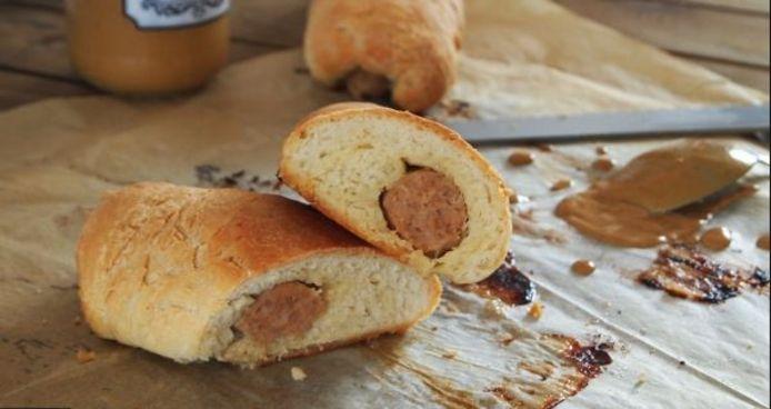 Een piro is een in broodjesdeeg gebakken stukje worst.