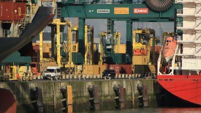 Lading asbest valt tijdens lossen aan Deurganckdok uit container en komt in ruim van schip terecht