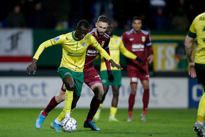 (L-R) Bassala Sambou of Fortuna Sittard, Tim Matavz of Vitesse during Fortuna Sittard - Vitesse NETHERLANDS, BELGIUM, LUXEMBURG ONLY COPYRIGHT BSR/SOCCRATES