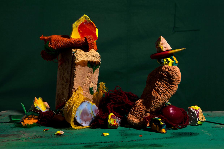 Fused Cotisso Terracotta Manta Ccochinilla Dyed Yarn Green Pigment Plum in Gocta uit de serie Caminantes, 2019.  Beeld Lorenzo Vitturi / Foam