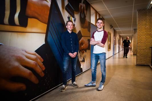 Boris ter Beek (links) en Thijmen Schouten uit Arnhem sleepten landelijk een derde prijs in de wacht voor hun profielwerkstuk.