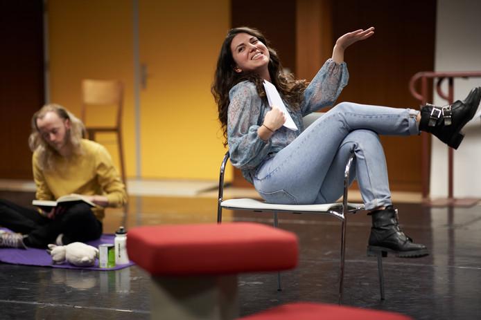 Repetitie van het International Theatre Collective met de Italiaanse Federica di Lodovico
