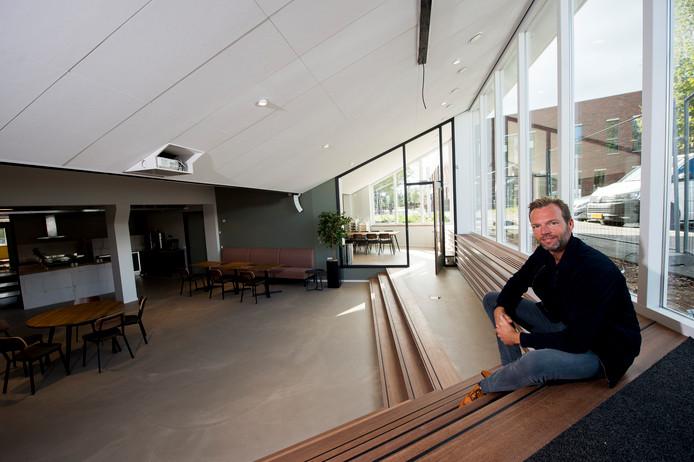 De Tabernakelkerk heeft er een flinke ruimte bij gekregen voor uiteenlopende activiteiten, laat Evert-Jan Pen zien. Het trekt de aandacht van bezoekers van het naastgelegen wijkcentrum Dok Zuid.