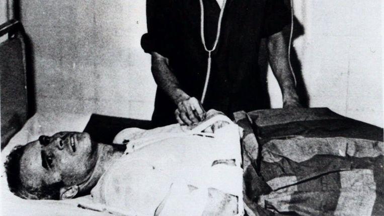 John McCain als krijgsgevangene in 1967 in Hanoi, Vietnam. Beeld ap