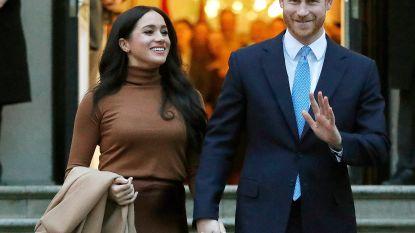 Prins Harry en Meghan Markle delen schoolspullen uit aan kinderen in armoede