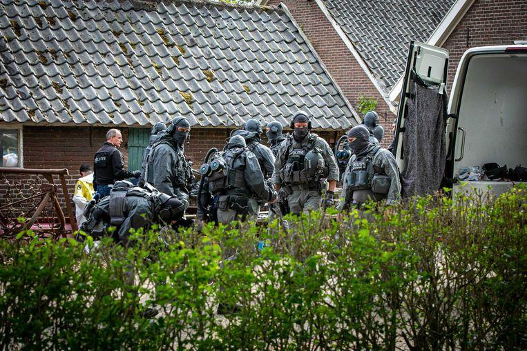 In het Gelderse dorp Achter-Drempt is een volgens de politie enorm crystal meth-lab aangetroffen. In de schuur bij een boerderij aan de Zomerweg lag een hoeveelheid crystal meth, en afgeleiden van dit verdovende middel, met een handelswaarde van naar schatting 10 miljoen euro. Beeld ANP