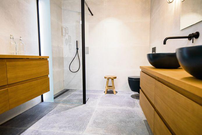 Keramische tegels zijn enorm populair: ze zijn onderhoudsvriendelijk en in verschillende formaten en kleuren verkrijgbaar.
