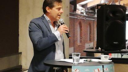 """Burgemeester Debroux tijdens jobbeurs: """"We voelen de druk van Limburg en Wallonië waar bedrijventerreinen zich sneller en makkelijker kunnen ontwikkelen"""""""